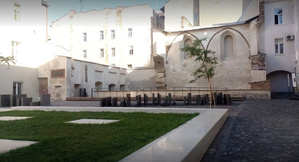 The Space of Synagogues